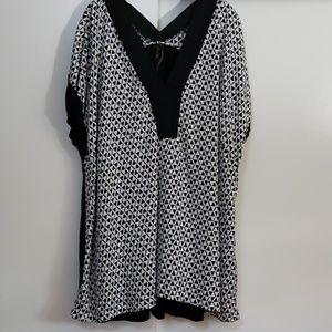 Melissa McCarthy cap sleeved blouse
